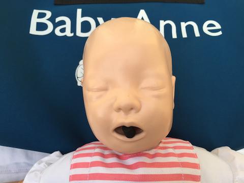 Säugling hat sich verschluckt und droht zu ersticken